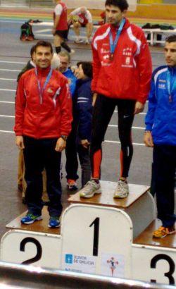 Quique Pulido, en el podio de 800m